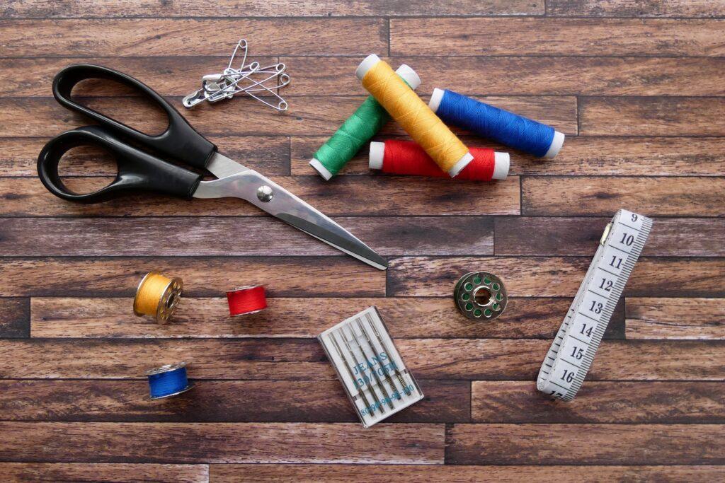 couture ciseaux fil